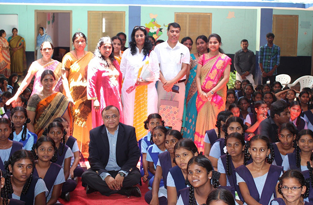 CSR Snapshot: Syniverse Helps Open New Digital Center at School